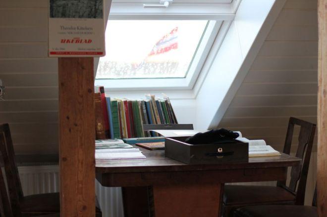 more desk items