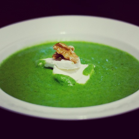 Broccoli soup with goat cheese and walnuts