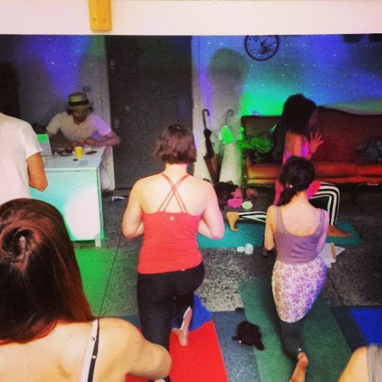 yoga disco lunge