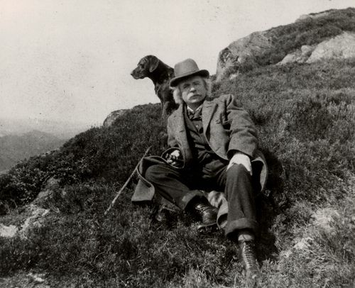 Edvard Grieg and his dog. Løvstakken, circa 1900.